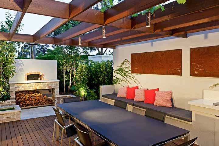 Australian house garden feature article for Outside garden rooms