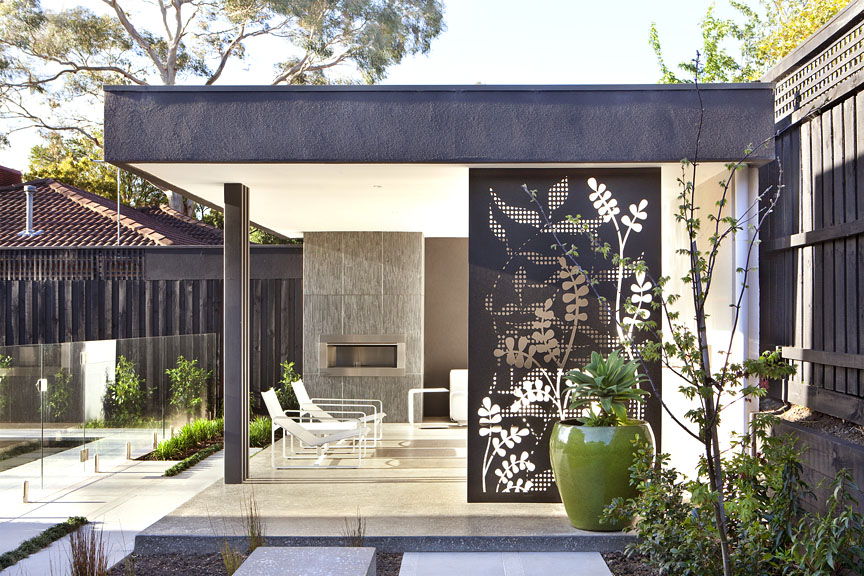 Australian house garden magazine feature outdoor rooms for Garden feature screens