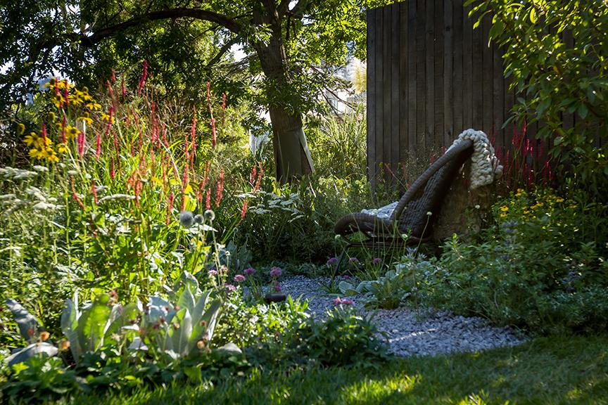 Ian Barker Gardens_Melbourne International Flower & Garden Show 2016_Erik Holt Photography_Gravel Path & Chair