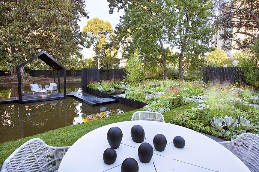 Ian Barker Gardens_Melbourne International Flower & Garden Show 2016_Sally Plottel Photography_Outdoor Furniture & Belinda Winkler Sculpture